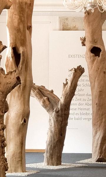 """Holzskulptur """"Obstgarten, Form mit ausladendem Ast"""" / SKUL 090-31"""