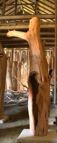 """Holzskulptur """"Obstgarten, Offene Form mit Ast"""" / SKUL 090-52"""