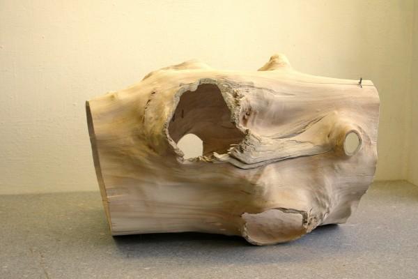 """Holzskulptur """"Teil eines Stammes, genäht"""" / SKUL 112"""