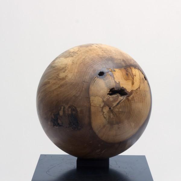 Massive Holzkugel aus Nussbaum P 012