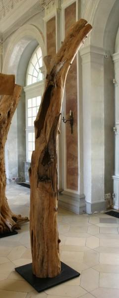 """Holzskulptur """"Obstgarten, schlaksige Gestalt"""" / SKUL 090-11"""