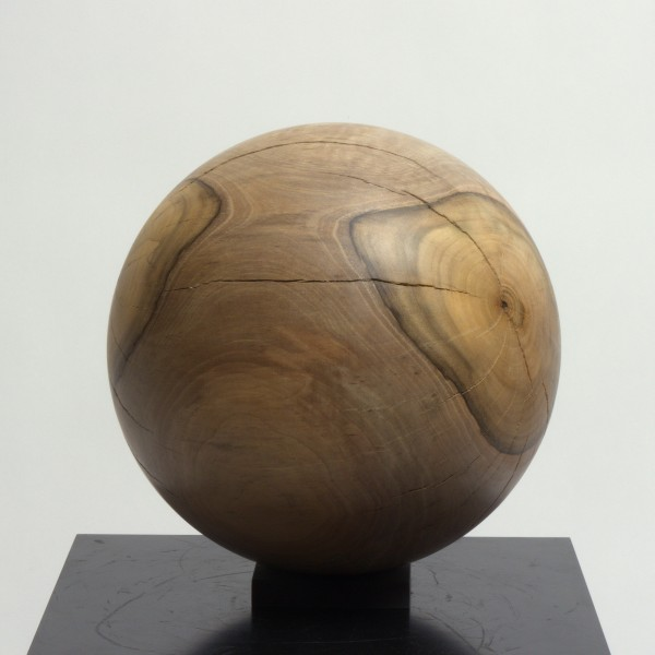 Massive Holzkugel aus Nussbaum P 021