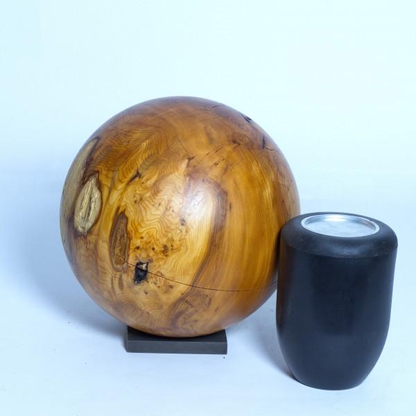 Holzurne aus Eibenholz K 148