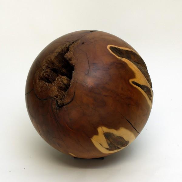Offene Holzkugel aus Eibenholz / 337