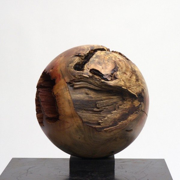 Holzkugel aus Johannisbrotbaum, P 029