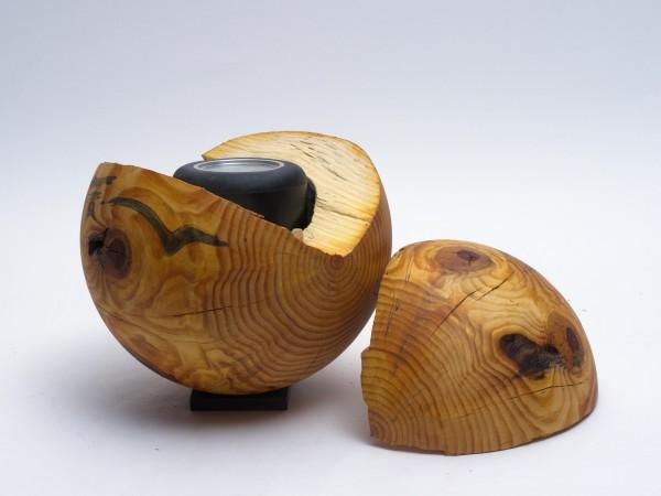 Schmuckurne in Kugelform aus Fichte K 135