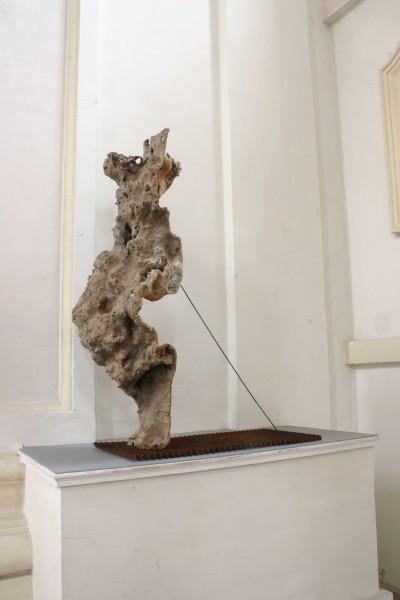 """Holzskulptur """"Tänzelnde Form, von einem Stab gehalten"""" SKUL 211"""
