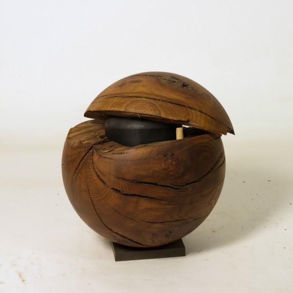 Holzurne aus Ulmenmaser, K 168