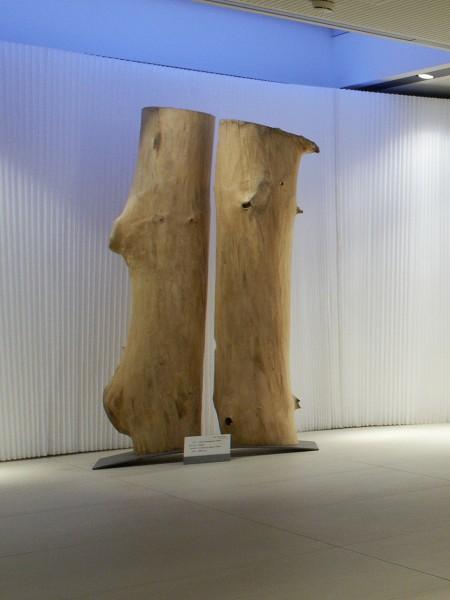 "Baumskulptur ""Paar auf gekrümmtem Sockel"" SKUL 200"