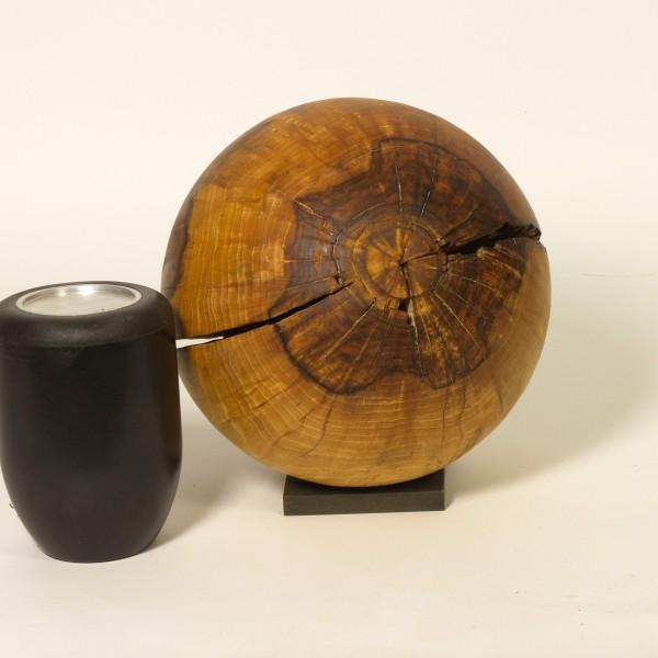 Urne aus Nussbaumholz K 172