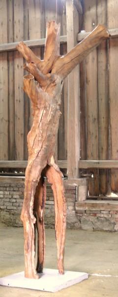 """Holzskulptur """"Obstgarten, Zerbrechliche Gestalt"""" / SKUL 090-23"""