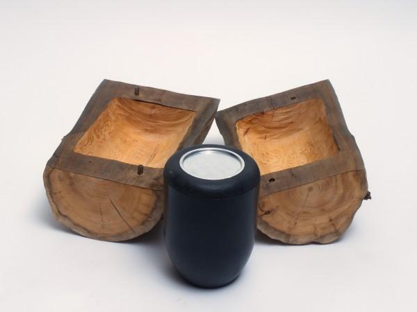 Holzurne aus Eibenholz B 132