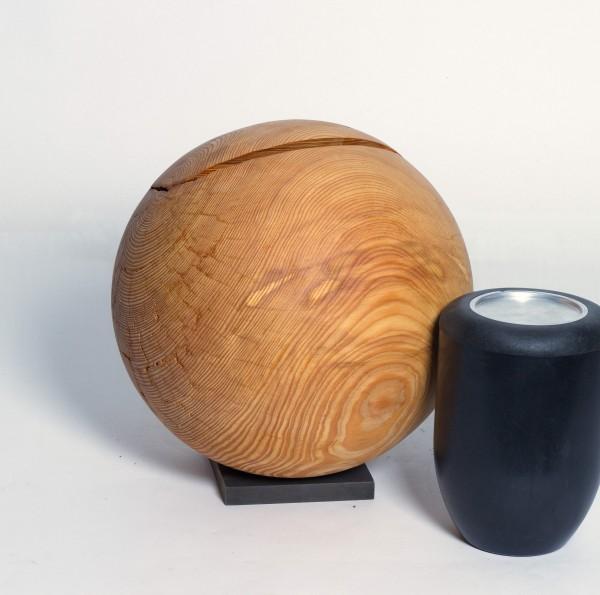 Holzurne aus Lärche, Kugelform, K 141